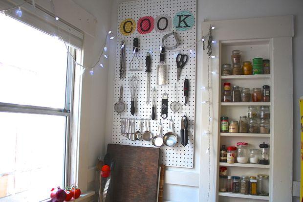 kitchen-pegboard-organizer